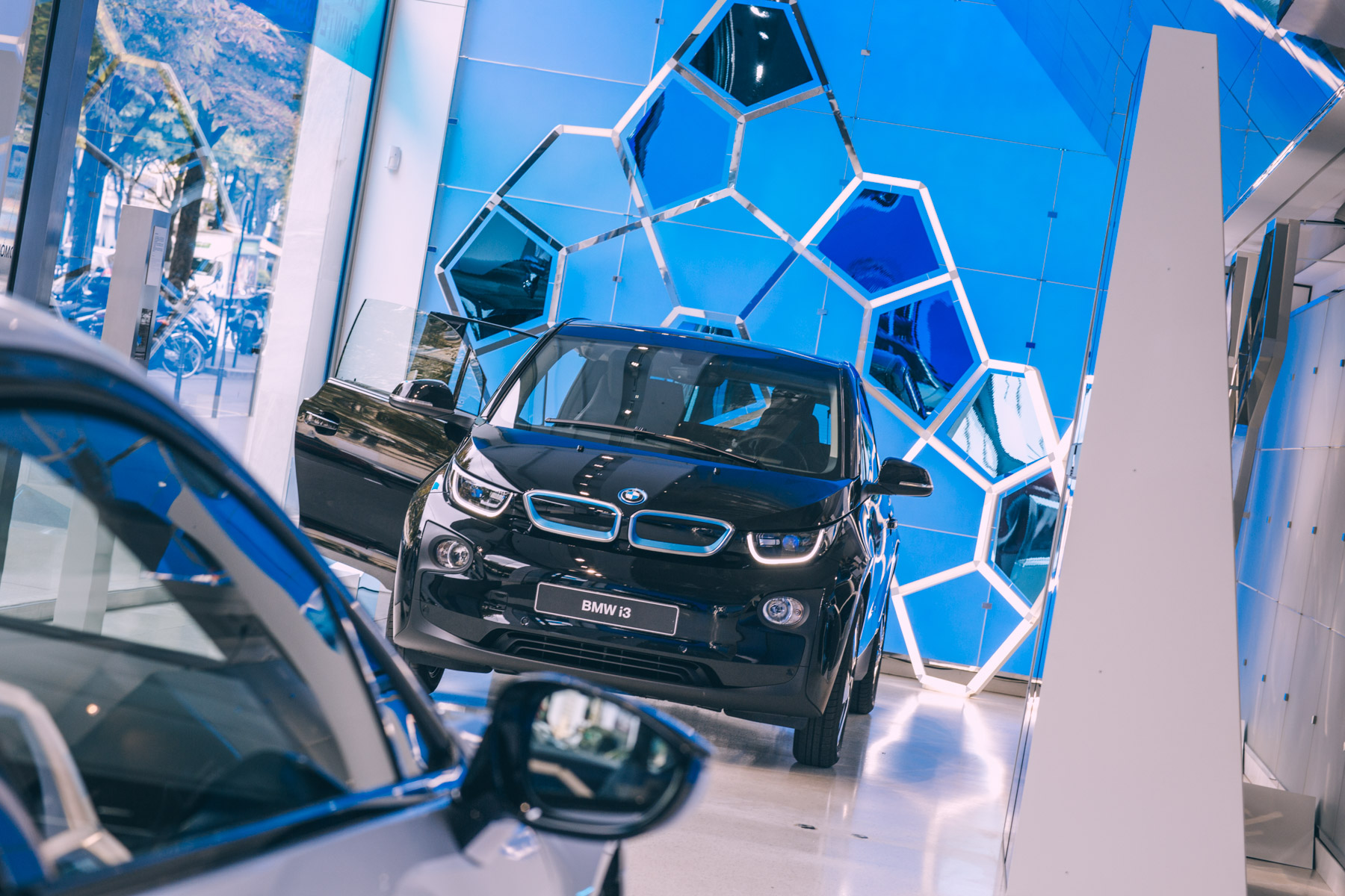 BMW George V EXPERIENCE BMW i ECOSYSYTEM WP74