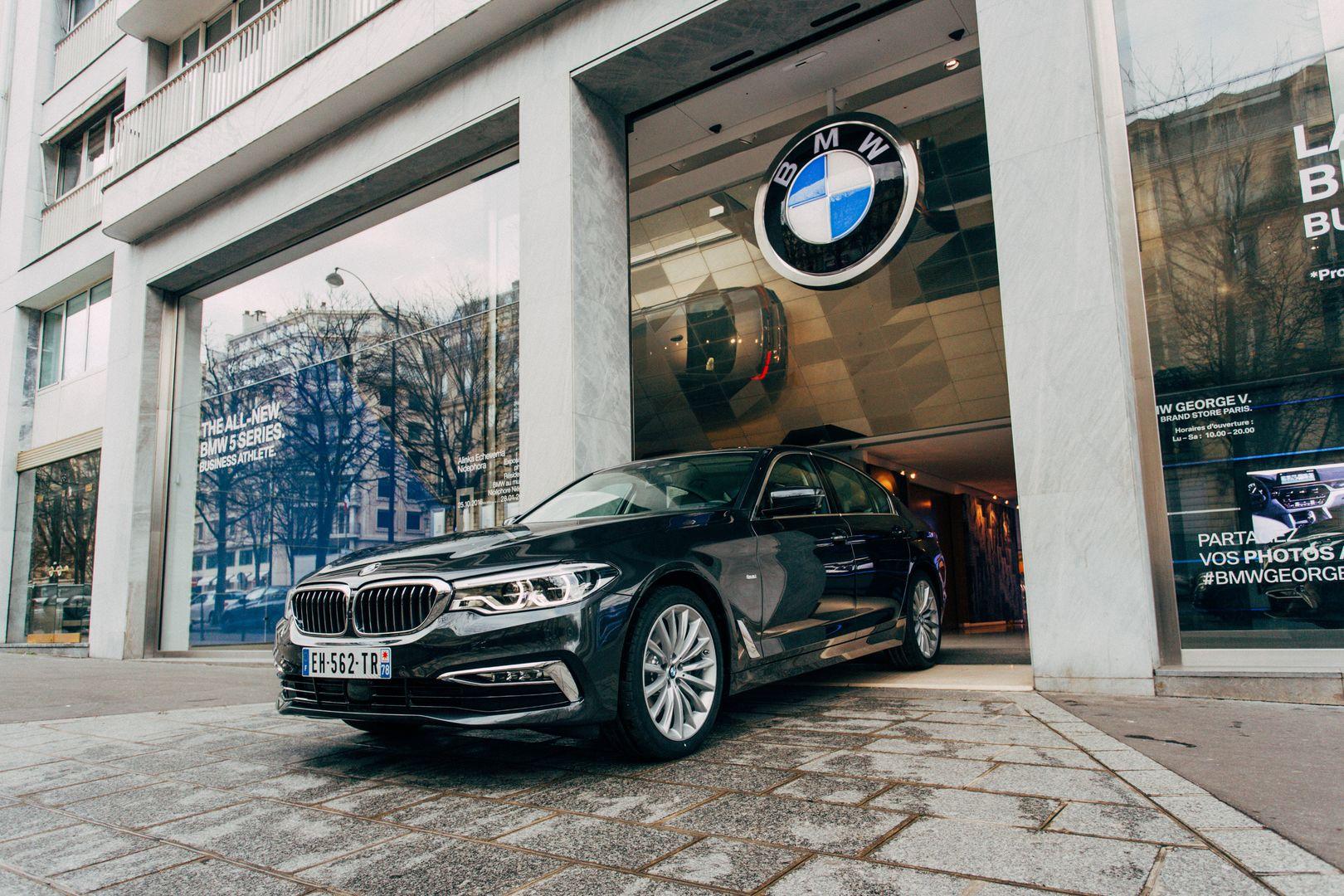 Brand Store BMW George V   Vitrine BMW SeÃÅrie 5 2017 10 1080
