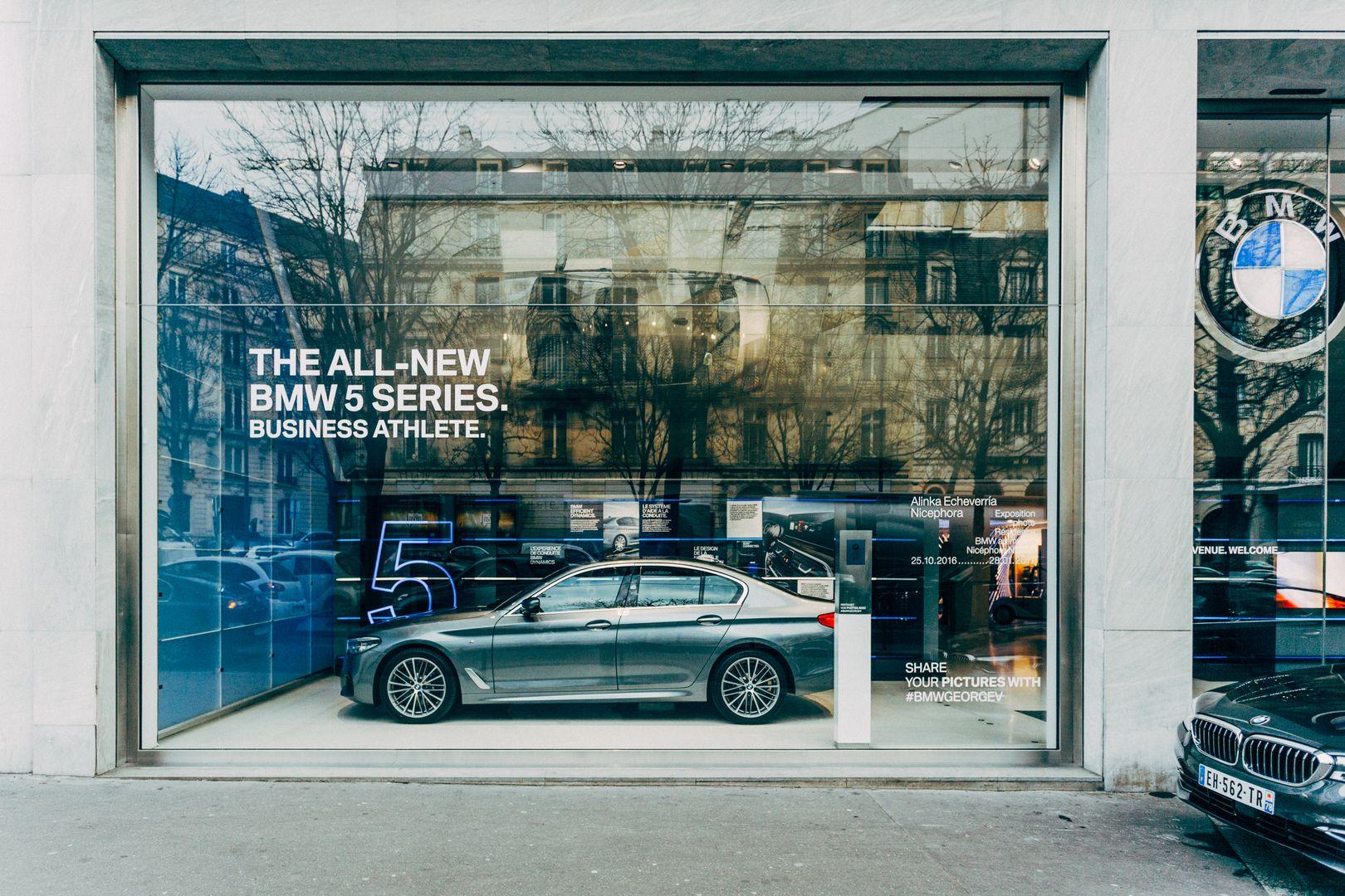 Brand Store BMW George V   Vitrine BMW SeÃÅrie 5 2017 1 1080